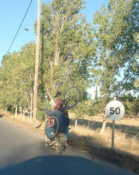 Με το ποδήλατο στην πλάτη